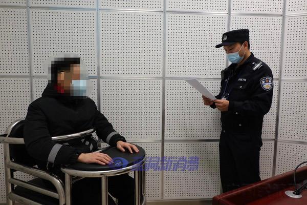 首都机场公安局行政拘留一名廊桥吸电子烟人员
