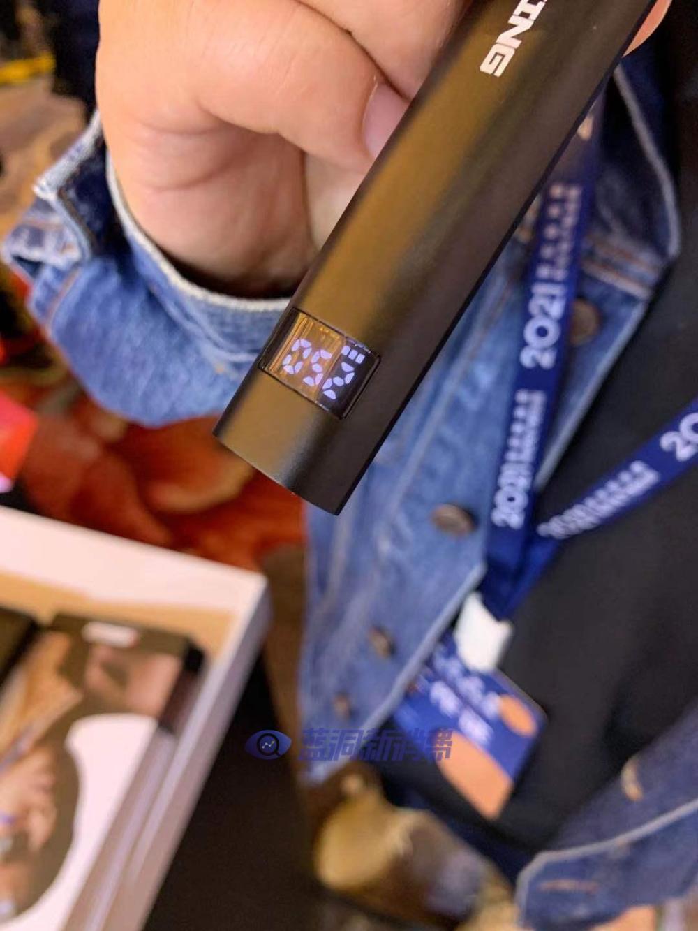 沈阳站探展MASKKING电子烟:智能屏显换弹小烟夜莺、发光大容量一次性PRO MAX亮相